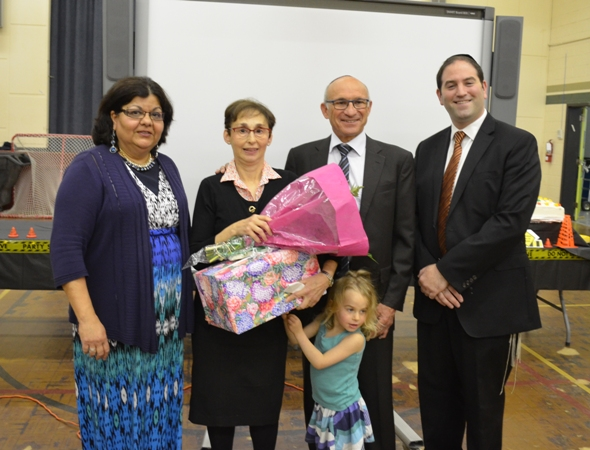 Head of the School Rabbi Sass and Sylvia Benjanin  bade a fond farewell to retiring teacher Mrs. Mintz and wished her well in her future endevours.